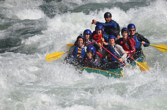 Photo de rafting : illustration de la pédagogie cognitive en TCC